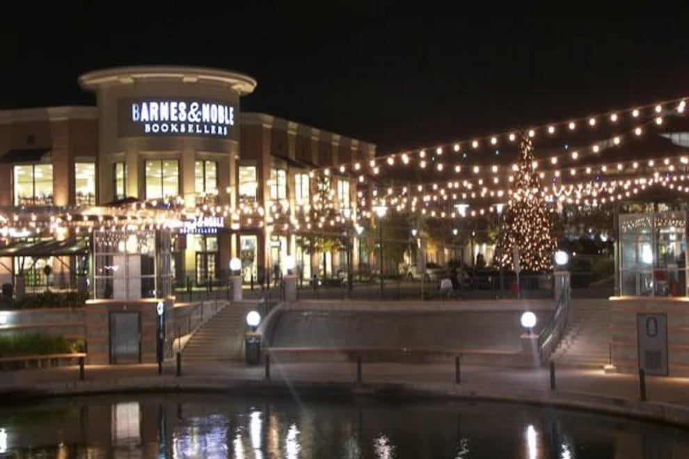 Shopping in The Woodlands Come visit The Woodlands Mall, a premier fashion center in north Houston situated in one of the most dynamic communities in the country. Explore a distinguished collection of over exciting stores and inspiring restaurants just 30 minutes north of learn-islam.gqon: Lake Woodlands Dr, Suite , The Woodlands, , TX.