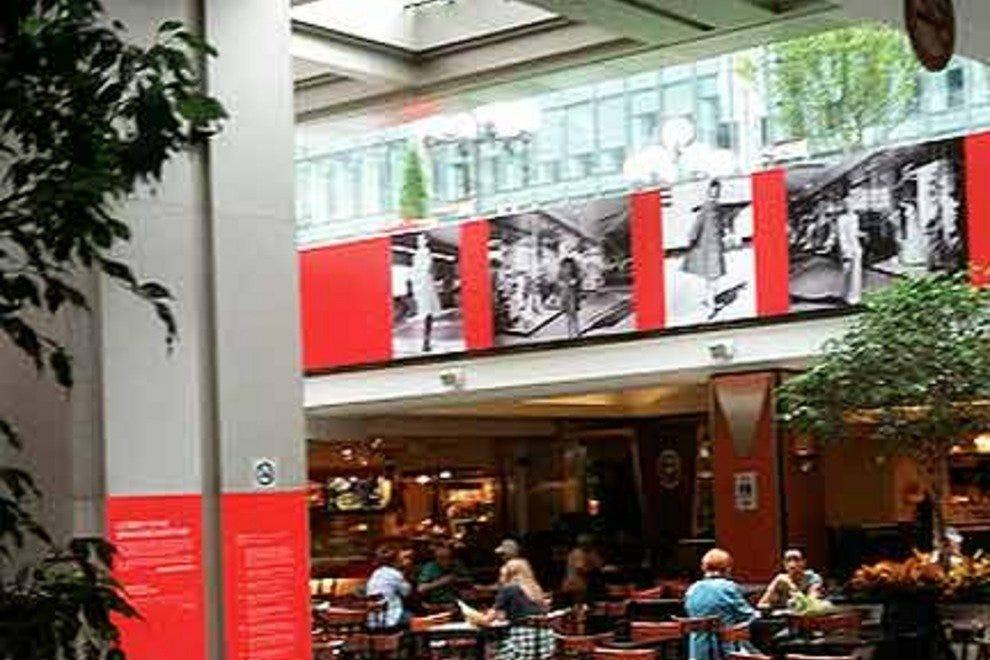 Food Court Place Mont Royal Place