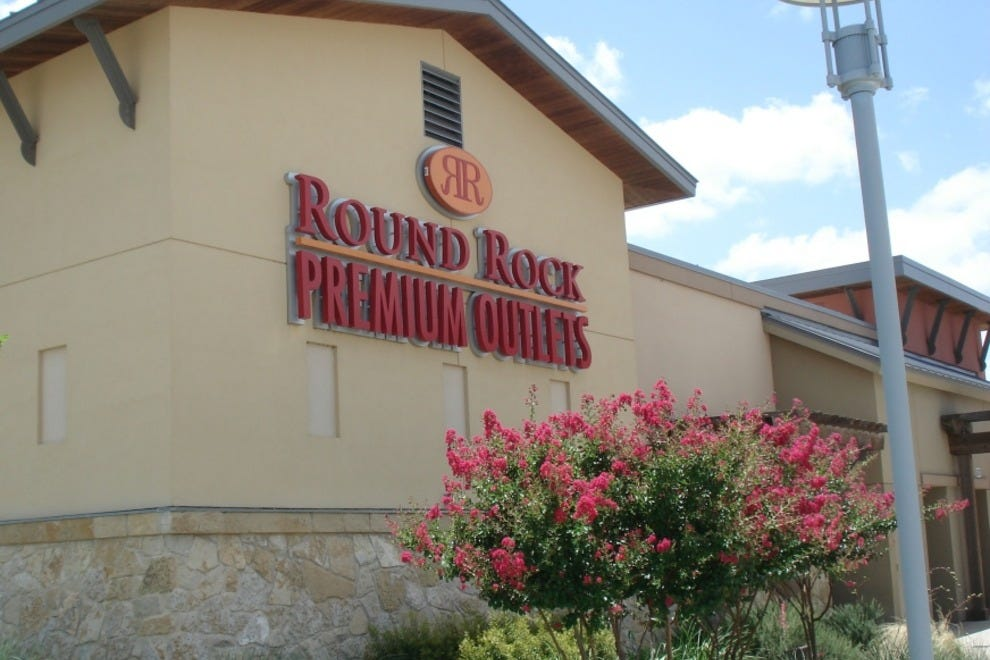 Find all of the stores, dining and entertainment options located at Round Rock Premium Outlets®.