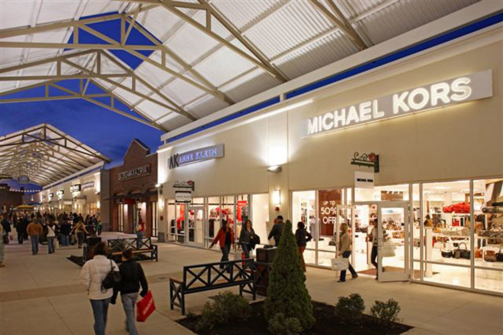 Our Limerick outlet mall guide lists all the outlet malls in and around Limerick, helping you locate the most convenient outlet shopping according to your location and travel plans. OutletBound has all the information you need about outlet malls near Limerick, including mall details, stores, deals, sales, offers, events, location, directions.