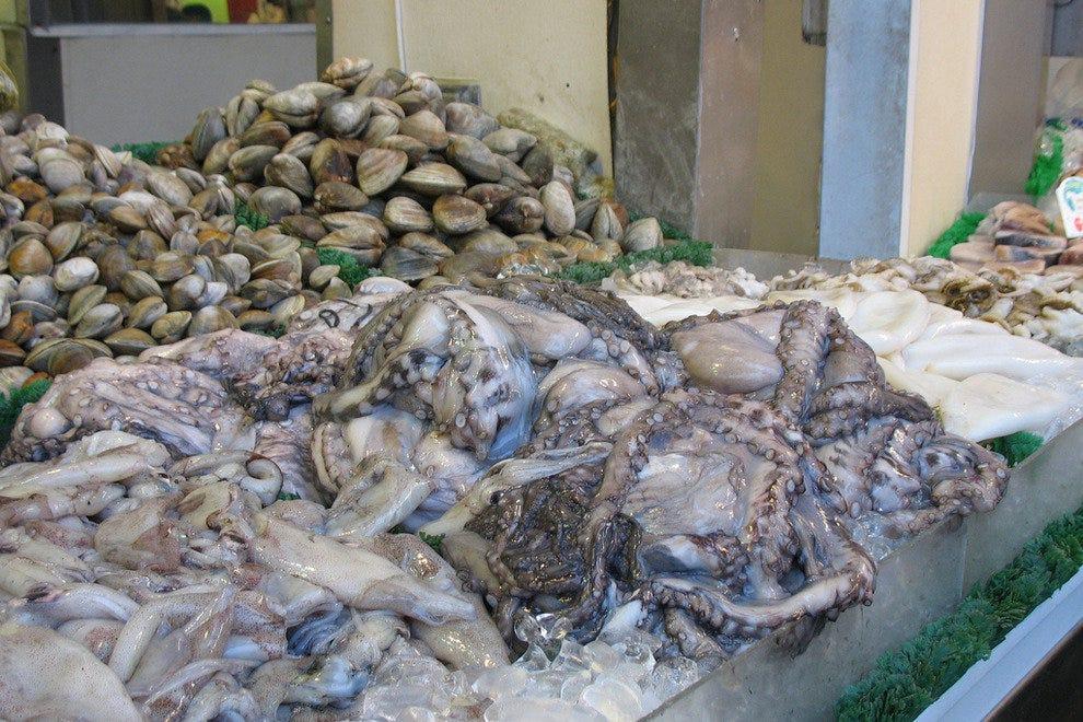 Maine avenue fish market washington restaurants review for Maine fish market