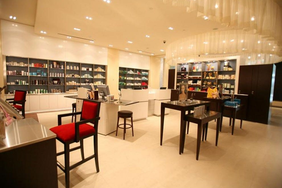 Elizabeth arden red door salon and spa chicago for Attractions salon