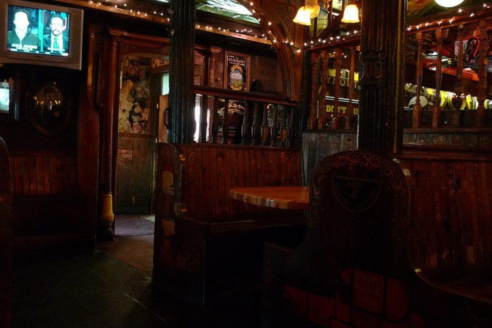 黑马酒吧和烤架