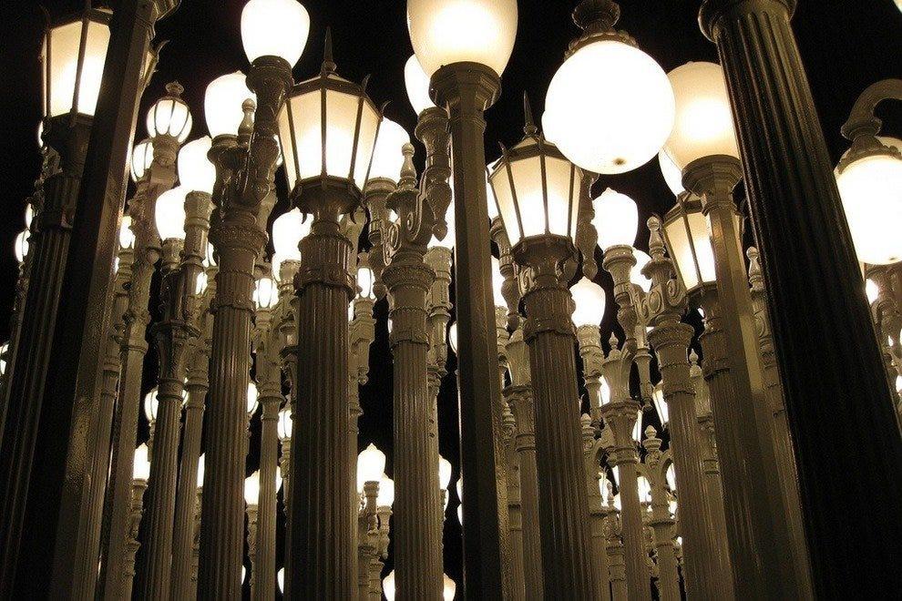 克里斯·伯顿的《城市之光》
