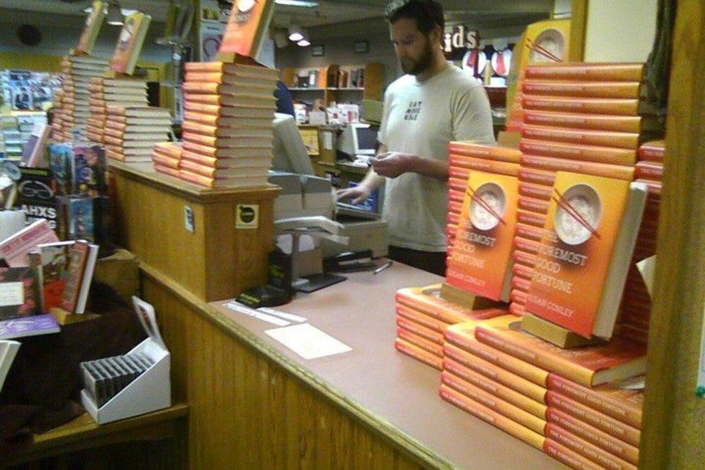 朗费罗的书提供了广泛的阅读选择。