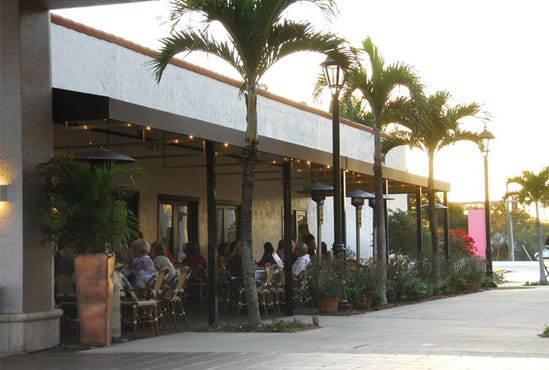 Blue pointe oyster bar seafood grill ft myers fort for Fish restaurant fort myers