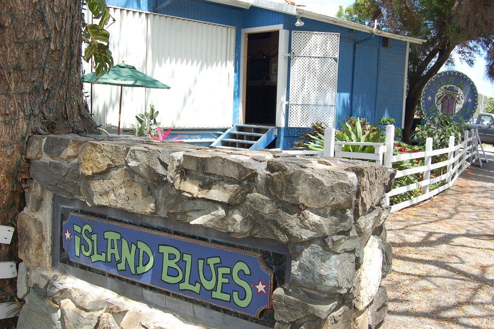 Island Blues Seaside Bar & Grill