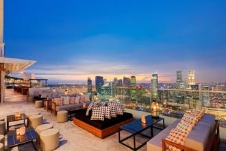 Stylish roof bars, beachside cocktails and late-night revelry – the choice is yours with Singapore's vibrant nightlife scene.