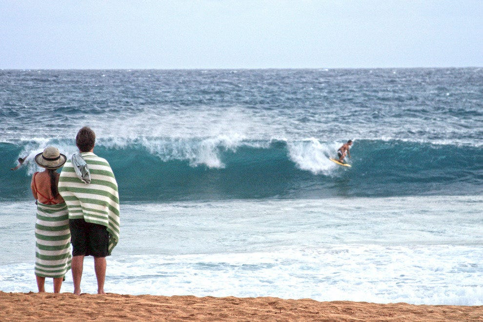 Kauai, Hotel Guests watching Surf