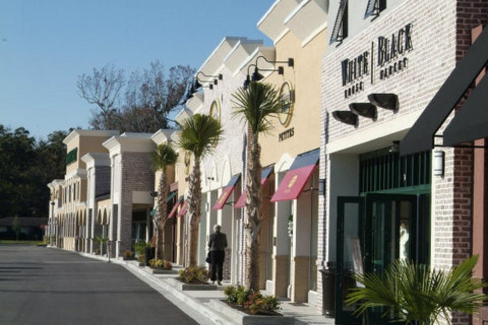 Enjoy Savannah shopping at our editors' favorite stores and boutiques.