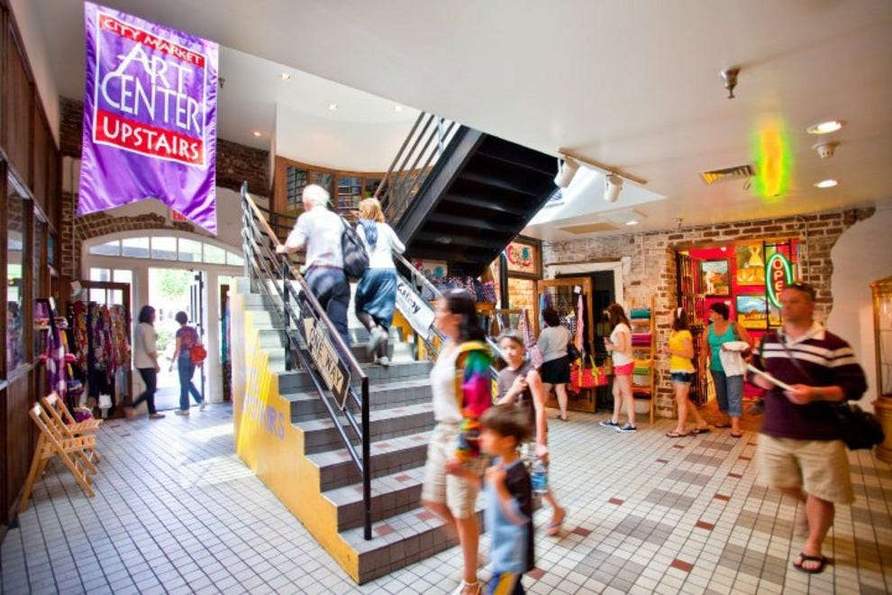 From Atlanta shopping malls to vintage neighborhood shops, this is your resource to find great shopping! Find the hottest boutiques, malls, antiques and more.
