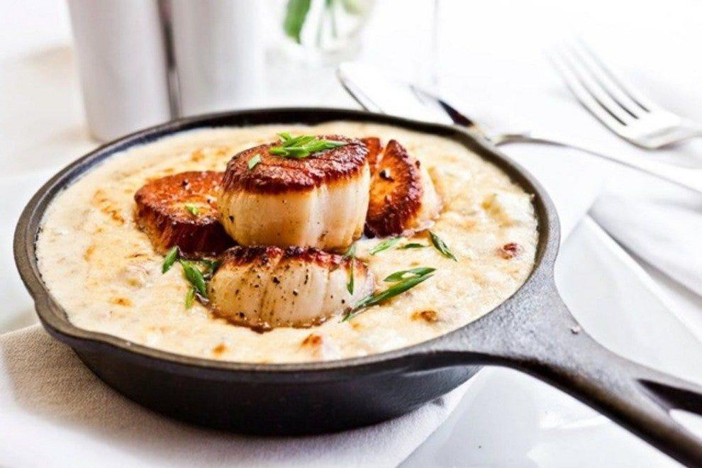 Lowcountry restaurants in charleston for Fish restaurant charleston sc