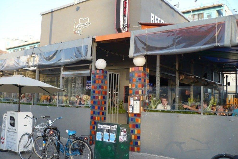 Larry's Lures Venice Locals With Unique Gastropub Fare
