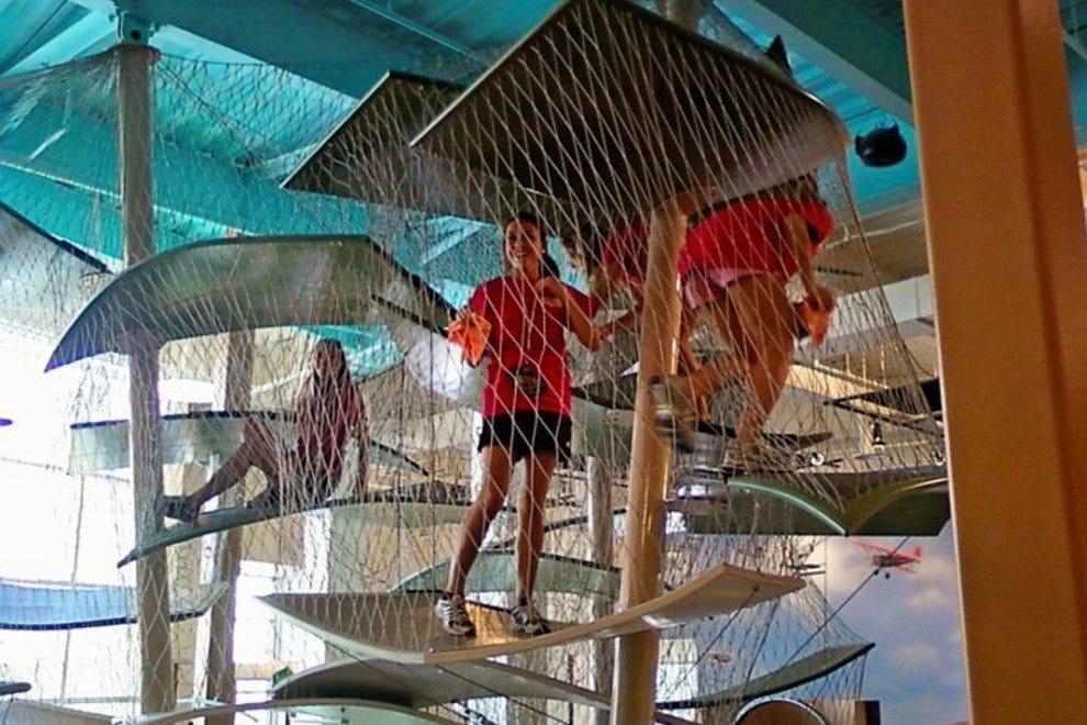 格拉泽儿童博物馆的登山者追踪水循环