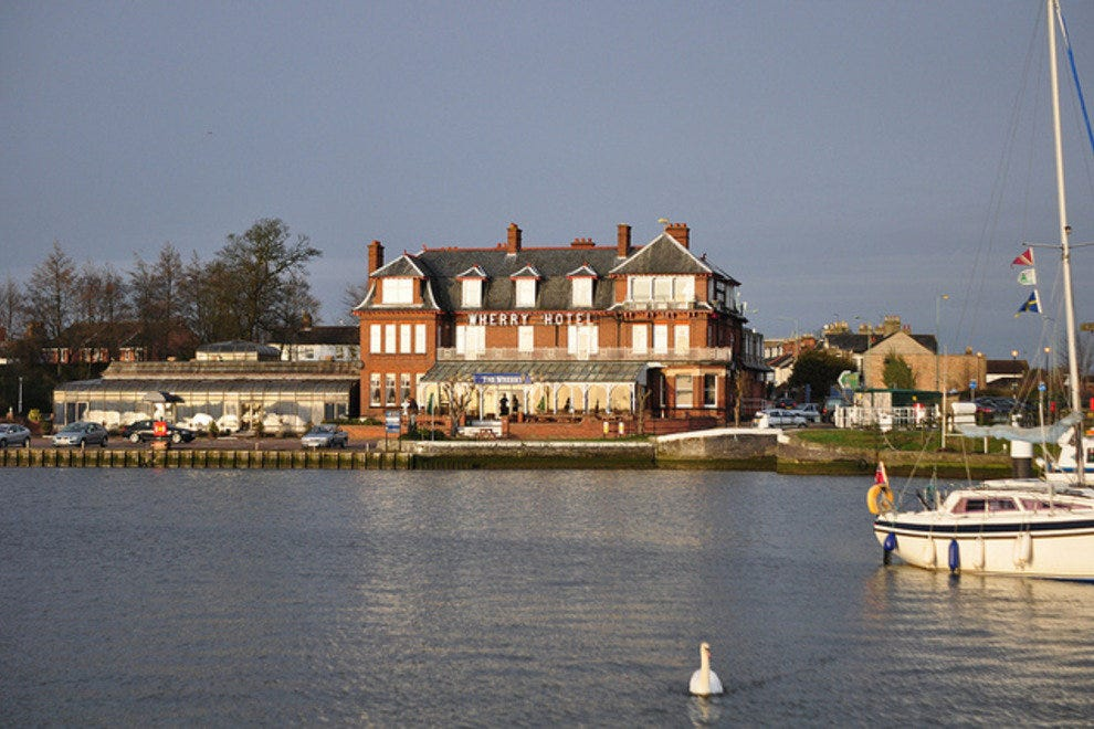Norfolk Broads hotel and swan