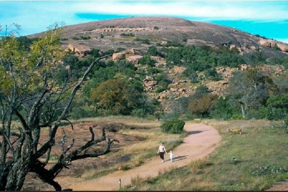 enchanted rock For those wanting to spend memorial day weekend at enchanted rock, officials  have one piece of advice — get there early on holidays, the.