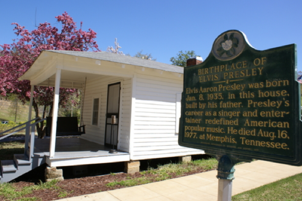 Elvis' birthplace sits in its almost original location, which adjoins a memorial chapel and museum at the complex.