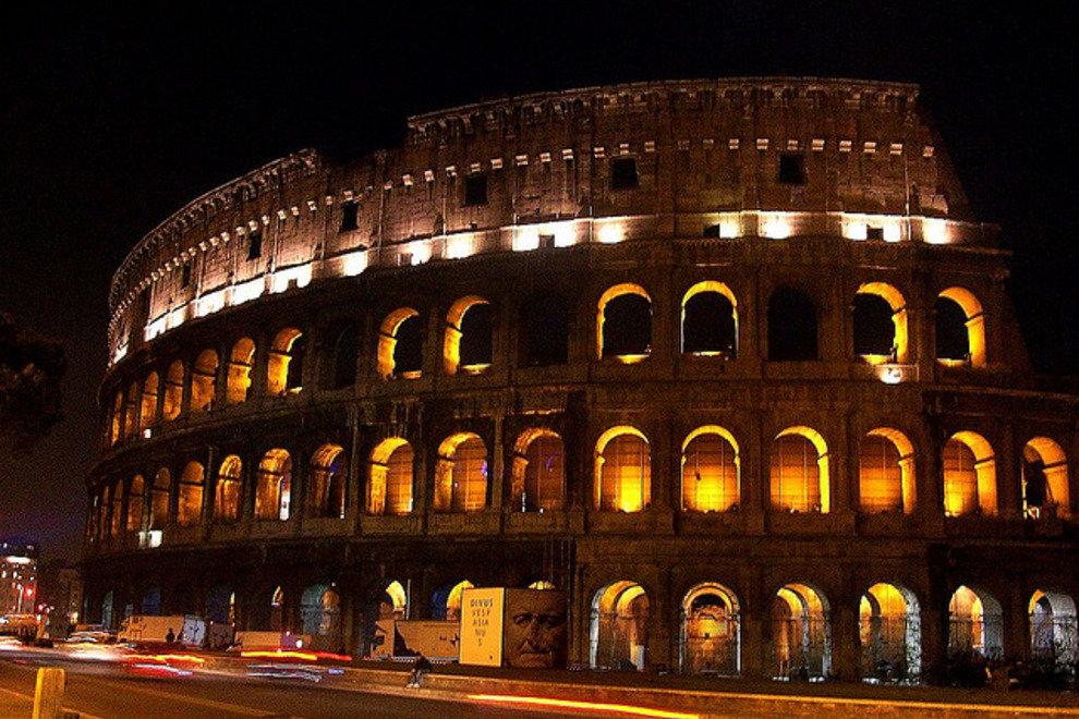 看星空下的罗马竞技场