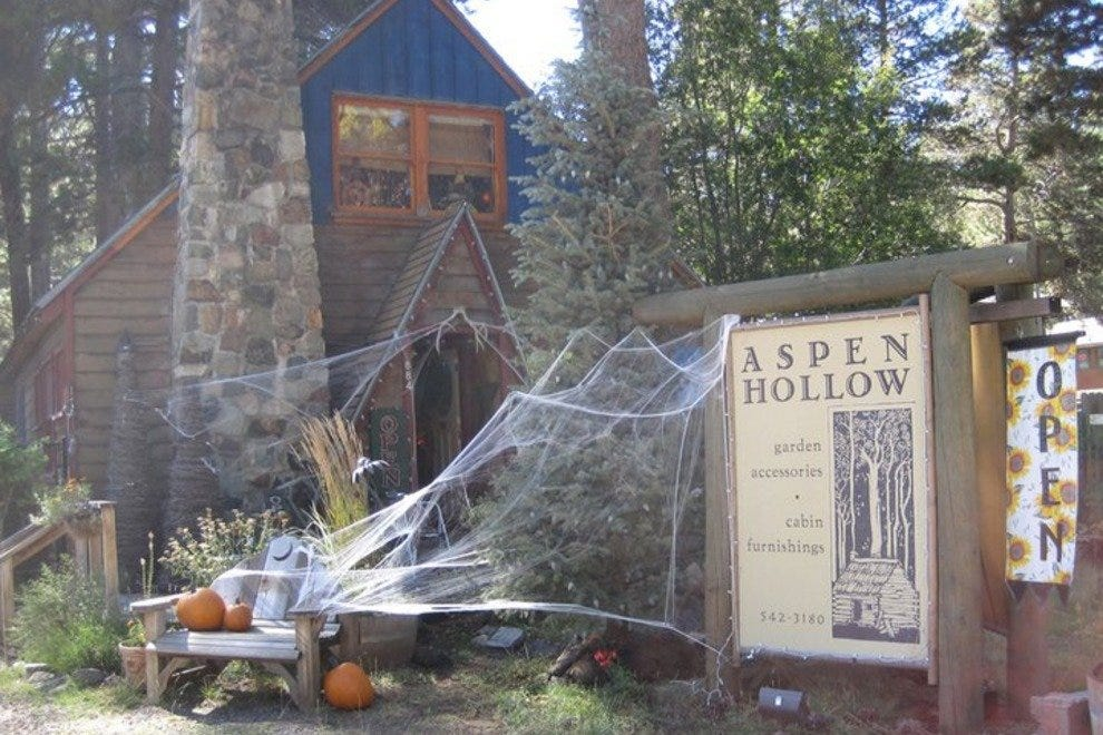 Aspen Hollow decorated at Halloween