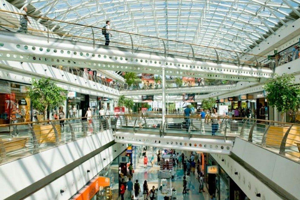 The modern Centro Vasco da Gama shopping mall