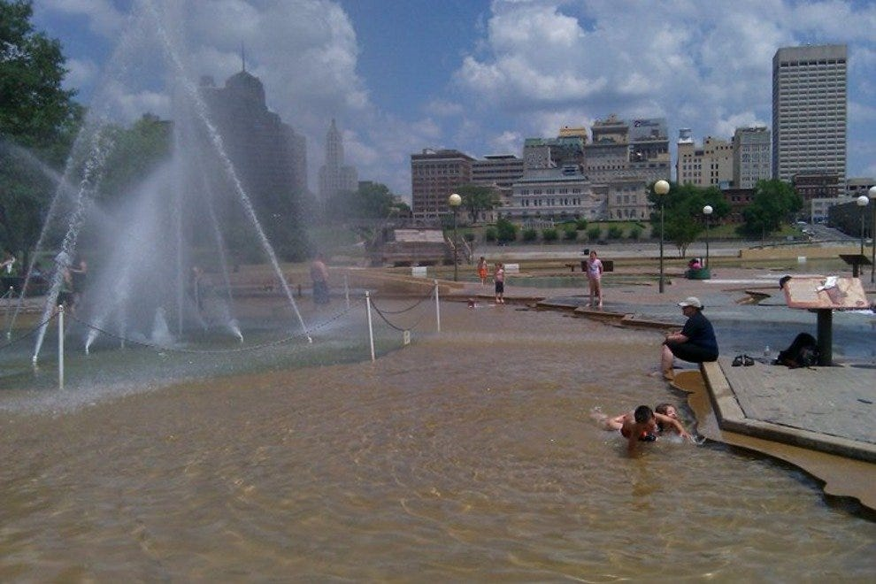 In the hot summer, cool off at the Mud Island River Park fountain
