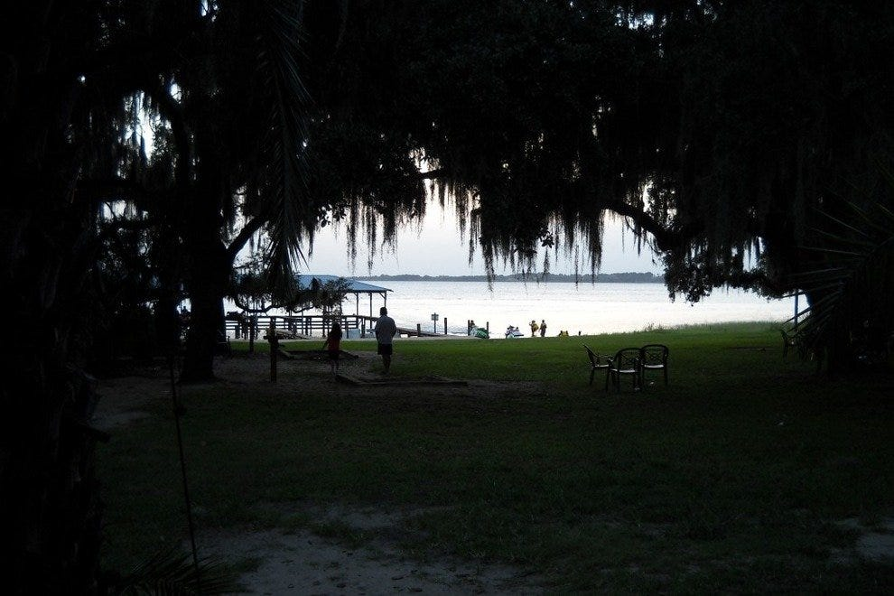 Lake Minneola Inn & Tiki Bar