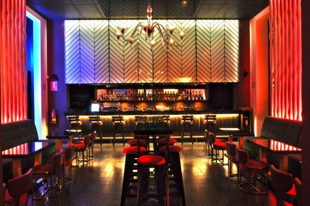 Go classy in lima cocktails time at art deco lounge nightlife article by - Foto deco lounge ...