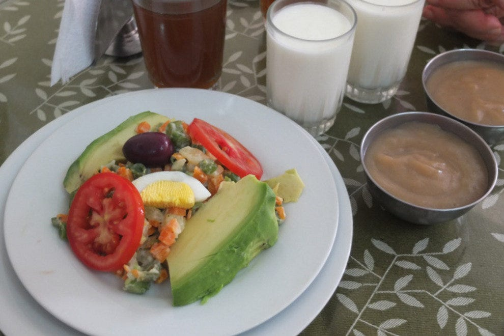 Avocado Salad, Yogurt, Maca Pudding and herbal beverage.