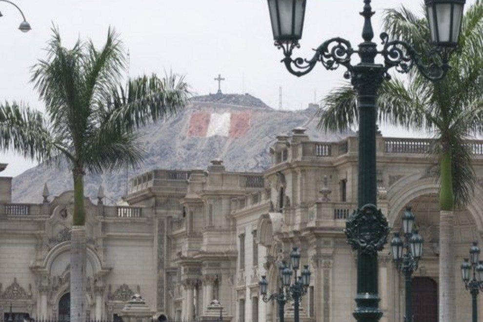 戈壁诺宫和圣克里斯托瓦尔教堂