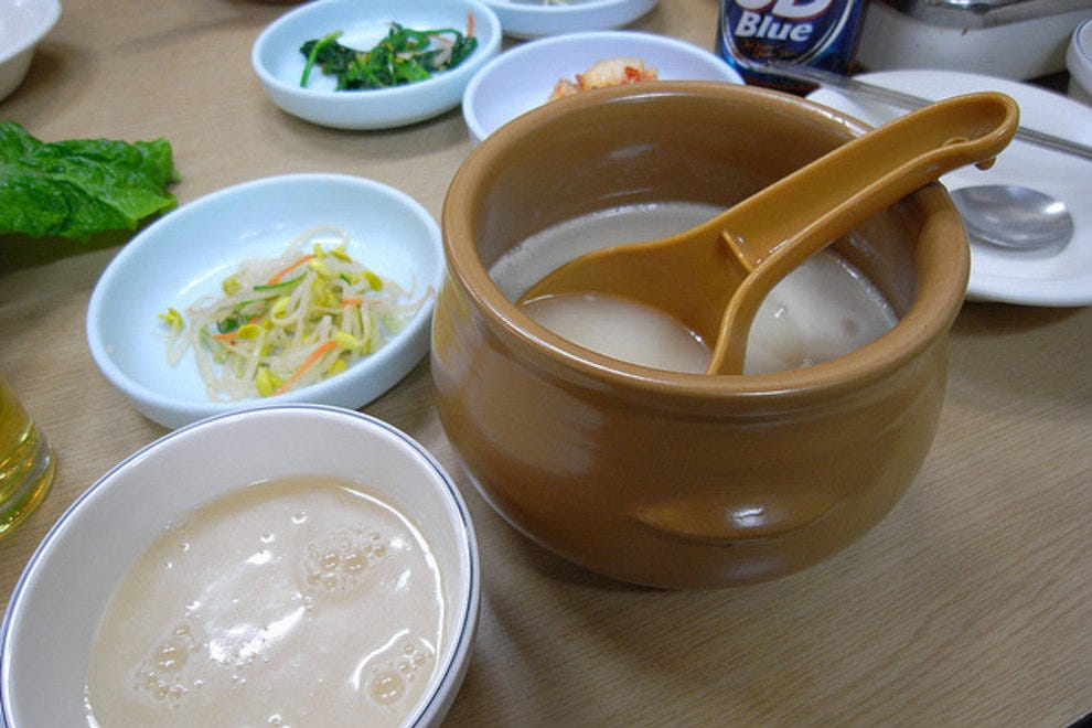 Magkeolli generally accompanies traditional Korean meals