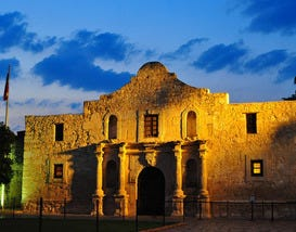 10Best Finds Hotels near the Alamo