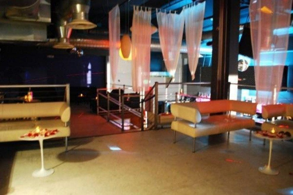 Baltimore cocktail lounges 10best lounge reviews for 13th floor bar baltimore