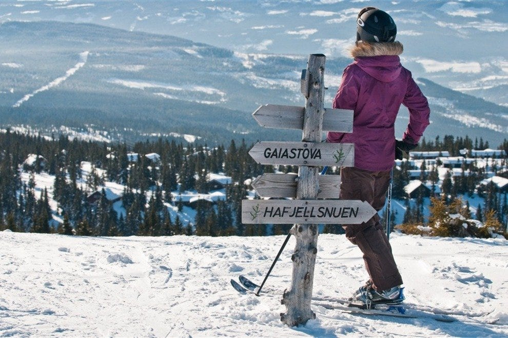 Woman skiing at Hafjell Alpinsenter