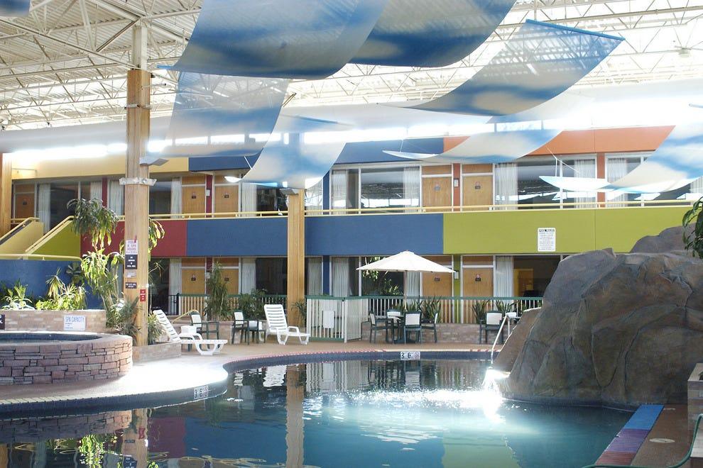 Boulder Outlook Hotel & Suites: Boulder Hotels Review ...