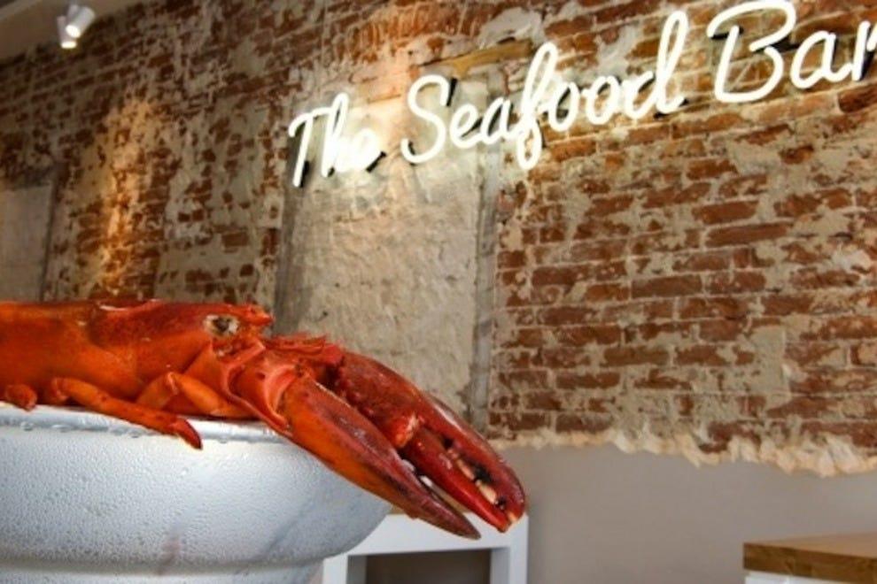 The seafood bar amsterdam restaurants review 10best for Seafood bar van baerlestraat