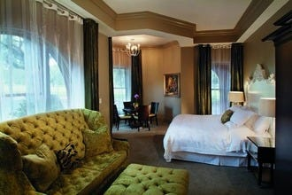 Southern Charm Guarantees Sweet Dreams in Savannah's Appealing Hotels and B&Bs