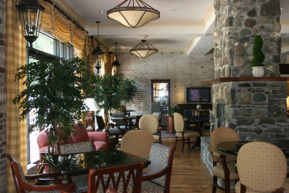 staybridge suites savannah historic district savannah. Black Bedroom Furniture Sets. Home Design Ideas