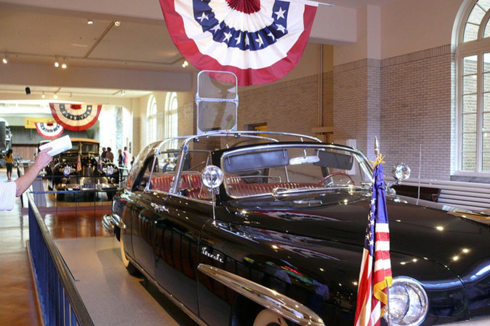 "Eisenhower's Presidental ""bubble top"" Limo on display"
