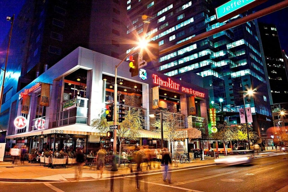 Christmas shopping shopping in phoenix for Best places for christmas shopping