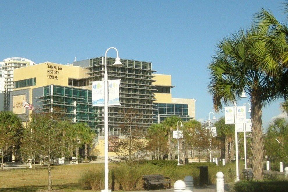坦帕湾历史中心庆祝该地区丰富的文化和历史。