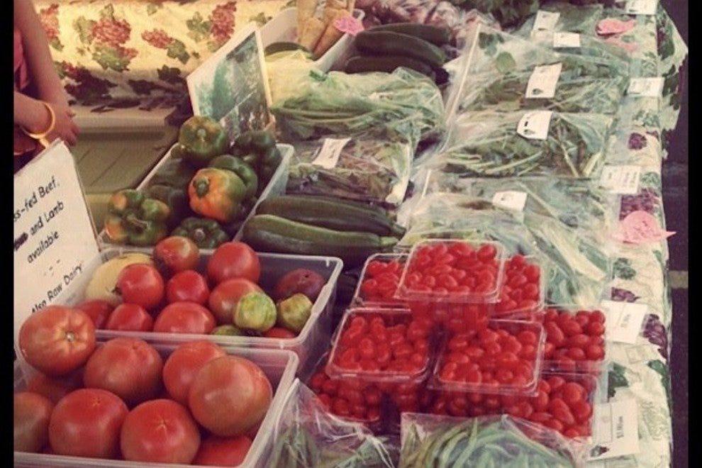 大学公园周日早午餐市场