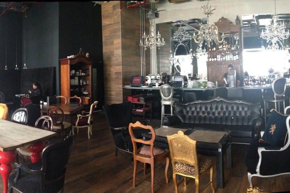 普拉哈酒廊和咖啡厅