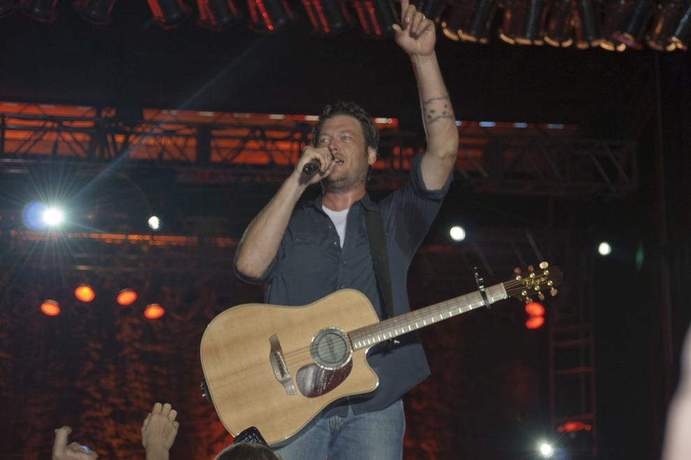 Blake Shelton recently performed a popup concert at the Blind Horse Saloon.