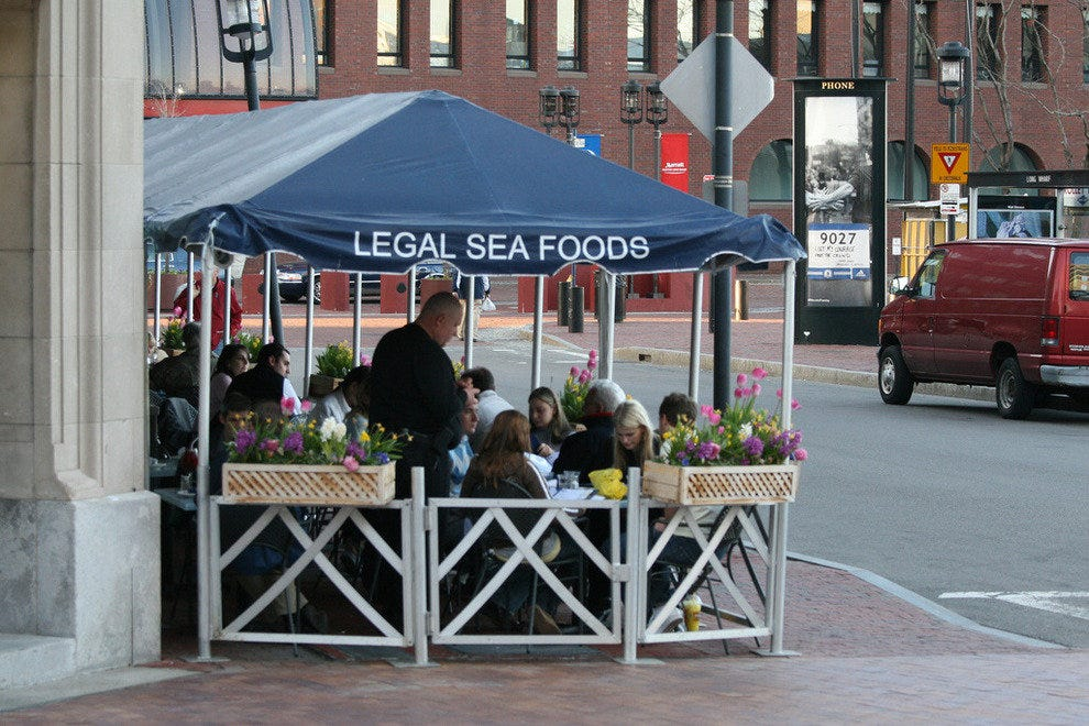 Al fresco dining at Legal Seafood in Boston