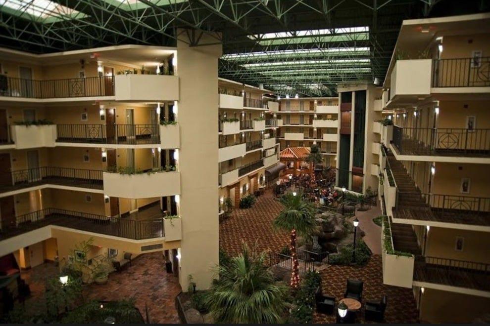Memphis romantic hotels in memphis tn romantic hotel for Luxury hotels in memphis tn