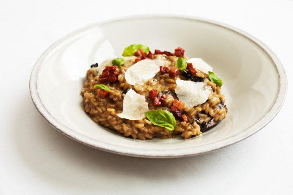 波托贝罗蘑菇意大利饭配培根和帕尔玛干酪