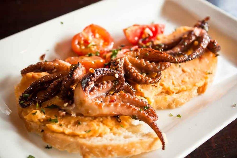 Alicante spanish mediterranean cuisine palm springs for Mediterranean cooking