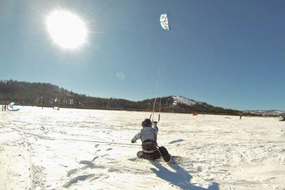 Snowkiting in the upper Sierras