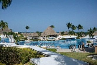 Cancun's Moon Palace Golf & Spa Resort Offers Unparalled Entertainment
