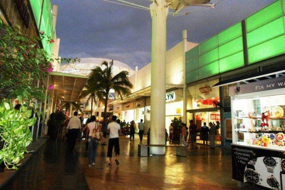 Las Plazas Outlet is an open-air mall